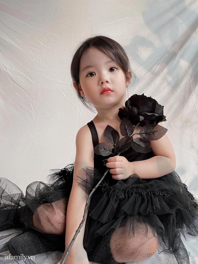 Bé gái hoá thân thành nàng công chúa đẹp như tranh nhưng cách mẹ Hà Nội mix đồ cho con mới khiến nhiều người ngã ngửa  - Ảnh 5.