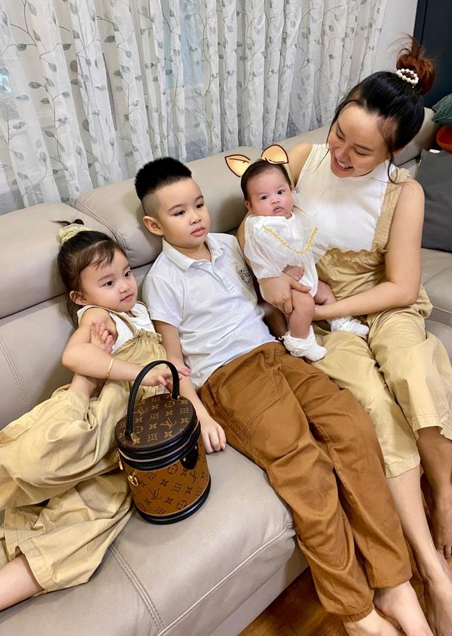 Vy Oanh khoe con gái xinh như búp bê, hé lộ căn phòng cho tiểu công chúa bé nhỏ siêu xinh - Ảnh 1.