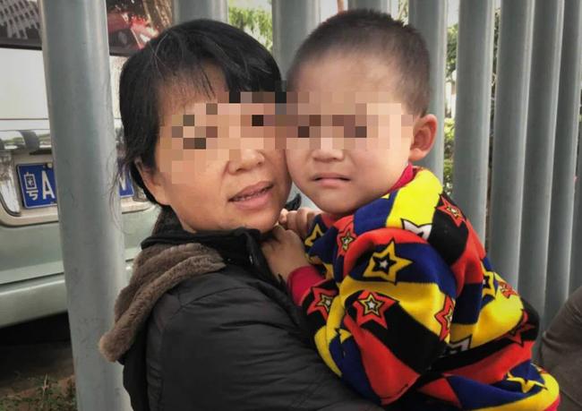 """Con trai 3 tuổi vẫn chưa biết nói, không chịu ăn thịt, mẹ nghi con tự kỷ, chẩn đoán của bác sĩ khiến mẹ quyết tâm """"xẻ gan"""" cứu con - Ảnh 3."""
