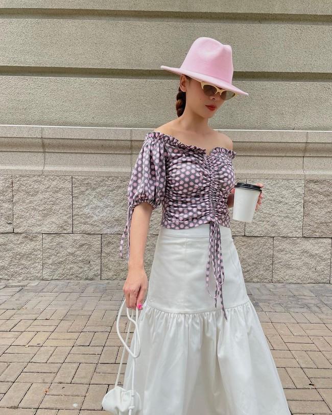 Chị em Yến Trang - Yến Nhi gợi ý 12 cách diện chân váy dài giúp trẻ ra 5 tuổi, mà vẫn chuẩn sang xịn mịn - Ảnh 7.