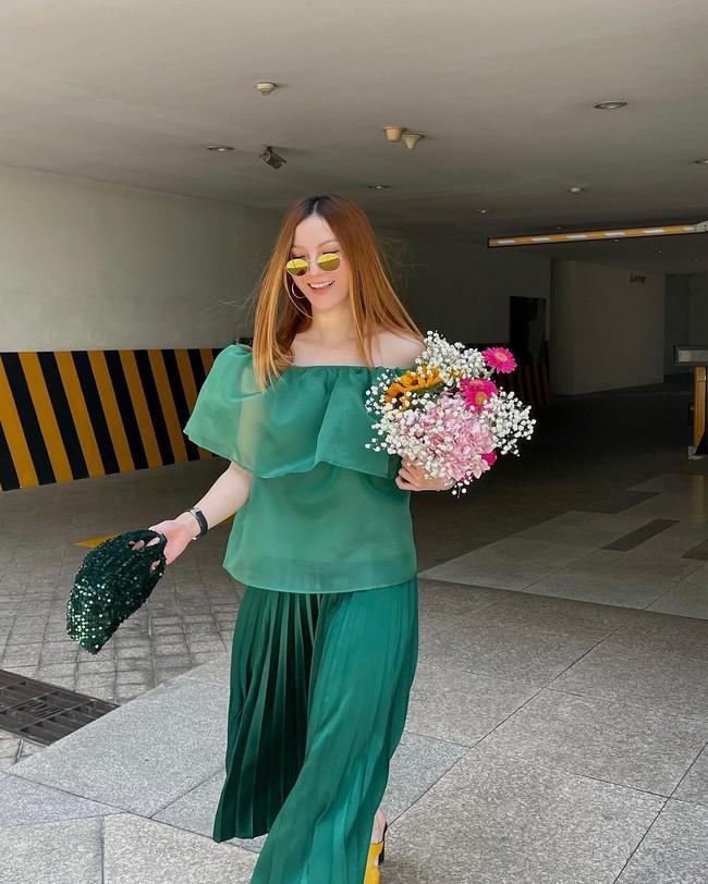 Chị em Yến Trang - Yến Nhi gợi ý 12 cách diện chân váy dài giúp trẻ ra 5 tuổi, mà vẫn chuẩn sang xịn mịn - Ảnh 11.