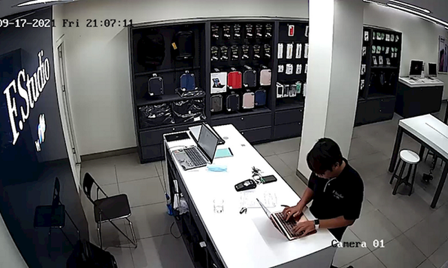 Vụ 3 nhân viên FPT shop đánh cắp dữ liệu khách hàng sửa Macbook: Nên xác minh, nếu có dấu hiệu tội phạm cần khởi tố vụ án - Ảnh 2.
