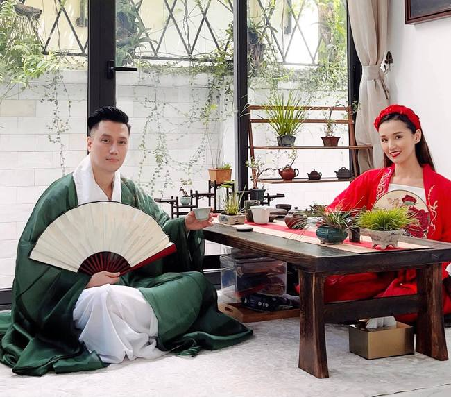 Vừa rộ nghi vấn sống chung, Việt Anh và Quỳnh Nga tiếp tục có động thái gây chú ý trong buổi tụ tập với hội bạn thân - Ảnh 5.