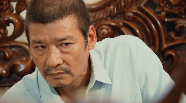 Hương vị tình thân: Lão Tấn giấu bà Sa chuyện Nam là con ruột ông Sinh, cách Long gọi bố vợ khiến khán giả ấm lòng - Ảnh 2.