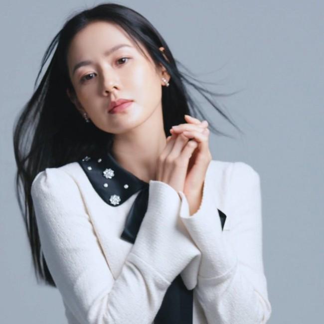 Son Ye Jin khiến fan rần rần với clip mặc áo 2 dây quyến rũ, nằm lăn lê cực sexy - Ảnh 10.