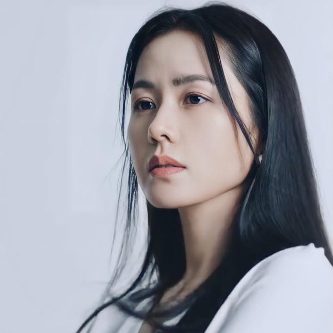 Son Ye Jin khiến fan rần rần với clip mặc áo 2 dây quyến rũ, nằm lăn lê cực sexy - Ảnh 7.