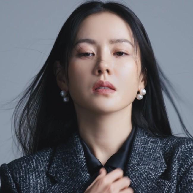 Son Ye Jin khiến fan rần rần với clip mặc áo 2 dây quyến rũ, nằm lăn lê cực sexy - Ảnh 8.
