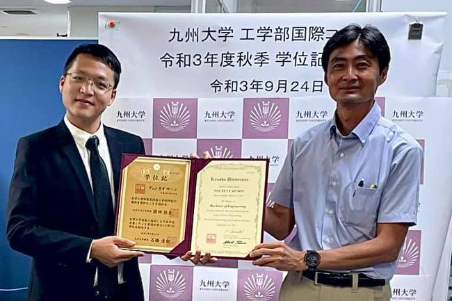 Cao Sơn đã hoàn thành chương trình cao học và trở thành tân trợ giảng ở tuổi 24 tại trường Đại học Kyushu.