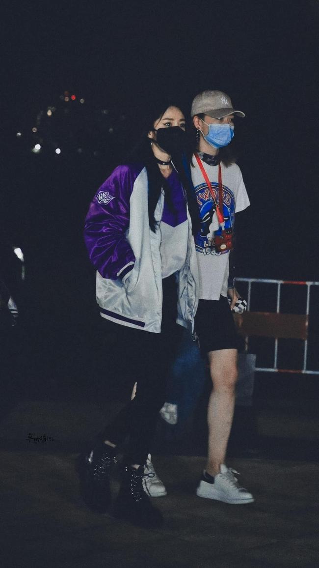Dương Mịch đi quay show nhuộm tóc xanh lạ mắt, khoe chân thon dài như siêu mẫu, ai dám tin chỉ cao 1m66? - Ảnh 8.