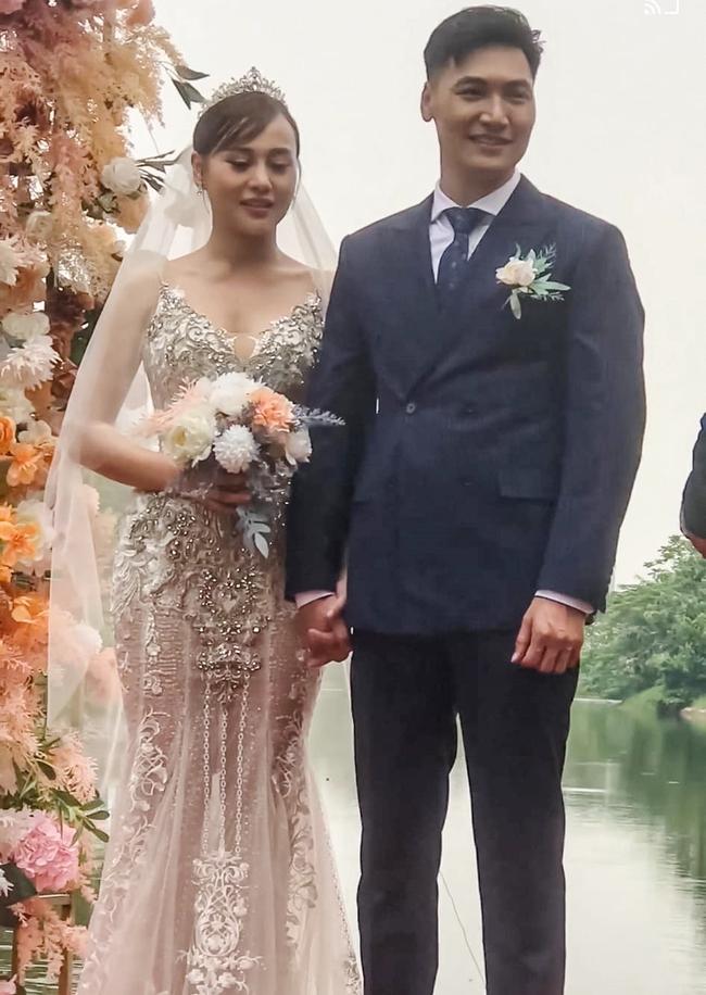 Hương vị tình thân: Hậu trường đám cưới giờ mới tiết lộ, hóa ra cô dâu lên ảnh bị dìm hàng, bố chú rể quên cả tên con trai - Ảnh 3.