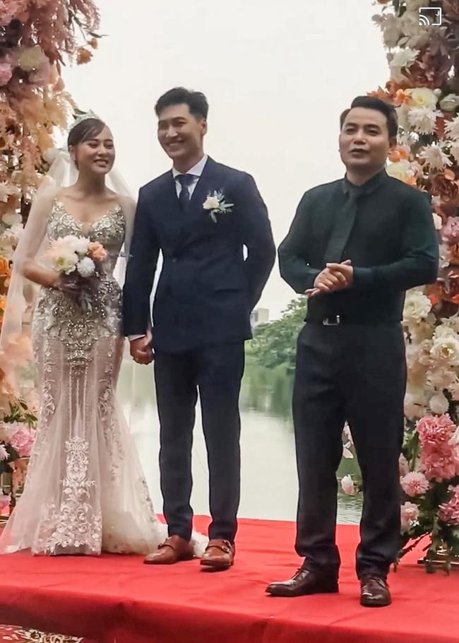 Hương vị tình thân: Hậu trường đám cưới giờ mới tiết lộ, hóa ra cô dâu lên ảnh bị dìm hàng, bố chú rể quên cả tên con trai - Ảnh 2.