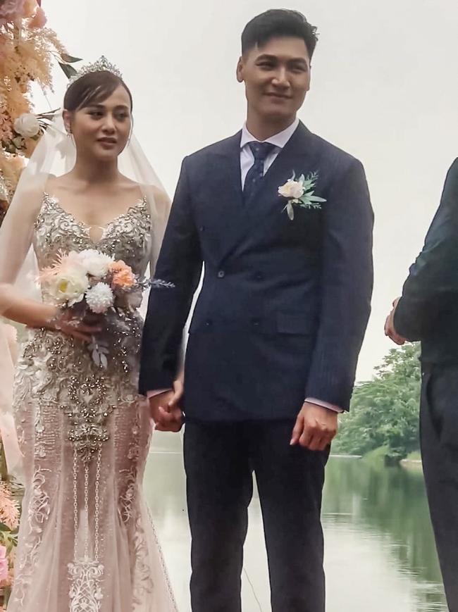Hương vị tình thân: Hậu trường đám cưới giờ mới tiết lộ, hóa ra cô dâu lên ảnh bị dìm hàng, bố chú rể quên cả tên con trai - Ảnh 4.