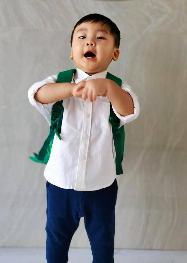 Con trai Hòa Minzy lên đồ đi học cực bảnh nhưng xem đến ảnh cuối thì ai cũng rưng rưng - Ảnh 2.