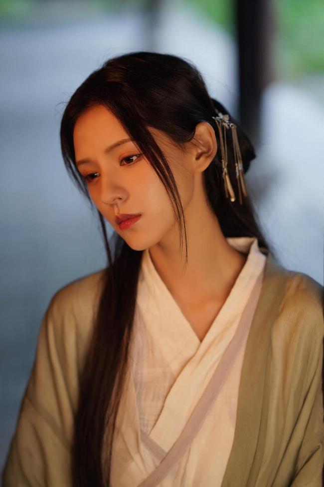 Dữ Quân Ca: Trương Dư Hi tung MV cổ trang đẹp mê mẩn, tạo hình xinh hơn cả lúc đóng Lưu ly mỹ nhân sát - Ảnh 4.