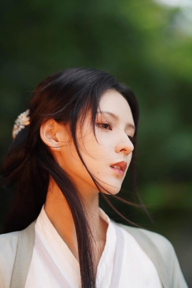 Dữ Quân Ca: Trương Dư Hi tung MV cổ trang đẹp mê mẩn, tạo hình xinh hơn cả lúc đóng Lưu ly mỹ nhân sát - Ảnh 3.