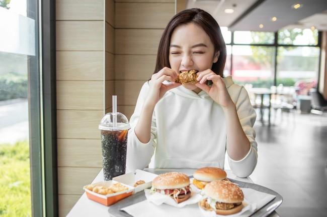Có 6 thói quen ăn uống này thì hệ miễn dịch của bạn đang dần bị phá hủy, muốn phòng bệnh mùa dịch COVID-19 thì từ bỏ ngay - Ảnh 8.