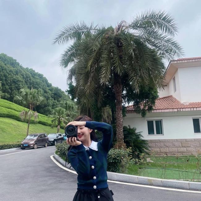 Ngô Lỗi lộ ảnh cưỡi ngựa cực ngầu, Triệu Lộ Tư lại đăng ảnh xinh đẹp thế nào mà netizen réo gọi - Ảnh 3.