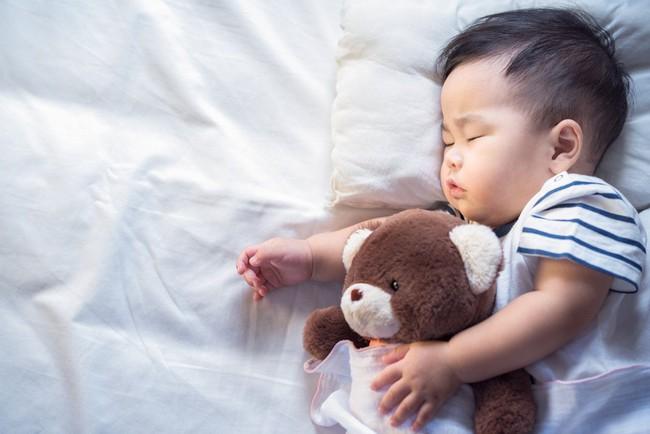 Đừng la mắng khi con không chịu ngủ vì lỗi là ở cha mẹ chứ không phải con! - Ảnh 2.