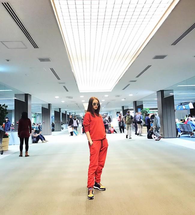 Ngọc Trinh nhìn hiền khô với tóc mái mưa, Phạm Hương giản dị đi mua sắm ở chợ quê - Ảnh 20.