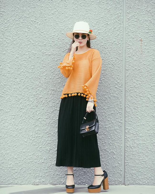 Ngọc Trinh nhìn hiền khô với tóc mái mưa, Phạm Hương giản dị đi mua sắm ở chợ quê - Ảnh 19.