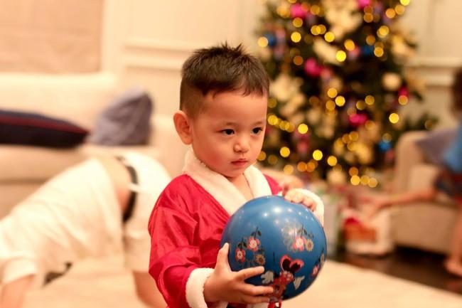 Soi nhất cử nhất động của sao Việt (23/12) - Ảnh 7.