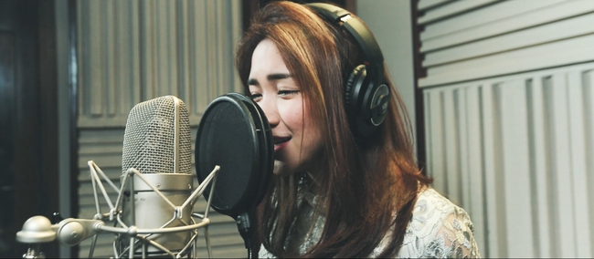 Thanh Bùi, Đông Nhi cùng 10 ca sĩ ghi âm cho ca khúc We Are One - Ảnh 6.