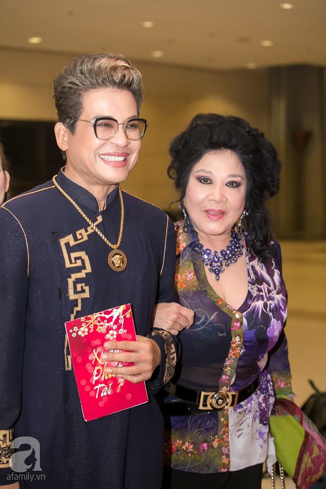 MC Thanh Bạch xuất hiện tươi tỉnh bên vợ mới sau khi bị vợ cũ tố vũ phu - Ảnh 2.