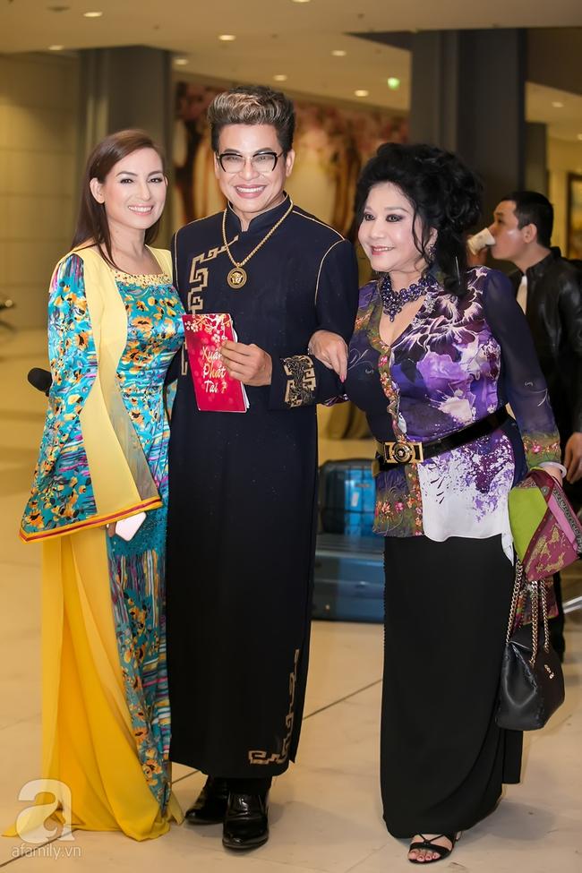 MC Thanh Bạch xuất hiện tươi tỉnh bên vợ mới sau khi bị vợ cũ tố vũ phu - Ảnh 3.