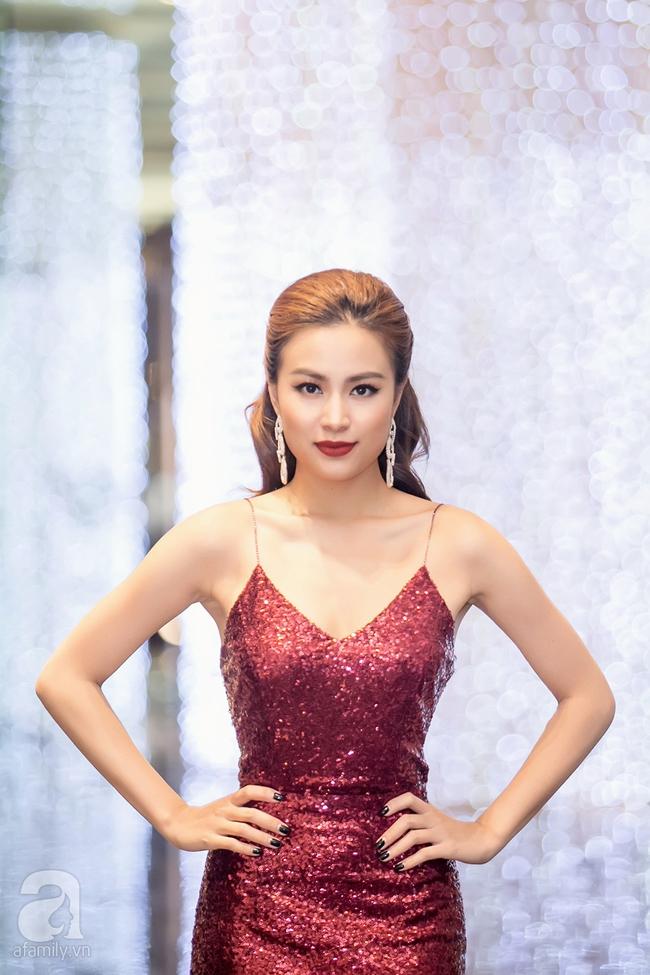 Hoàng Thùy Linh khoe lưng trần gợi cảm giữa mùa đông Hà Nội - Ảnh 4.
