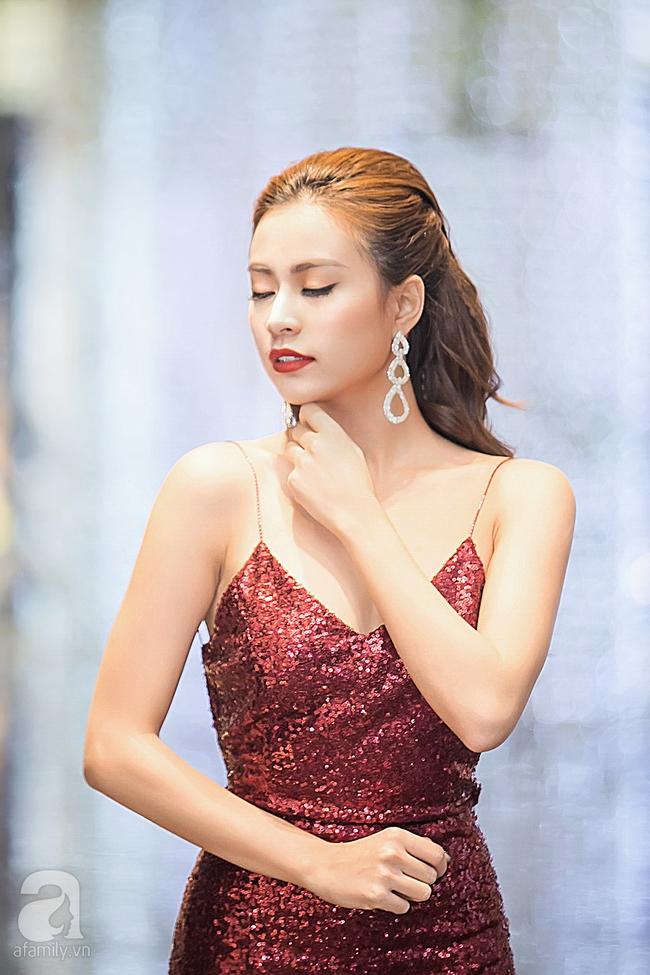 Hoàng Thùy Linh khoe lưng trần gợi cảm giữa mùa đông Hà Nội - Ảnh 3.