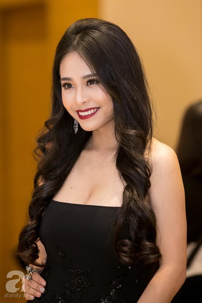 Hoàng Thùy Linh khoe lưng trần gợi cảm giữa mùa đông Hà Nội - Ảnh 10.