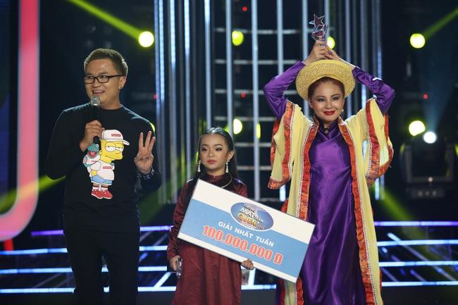 Đứng 1 chỗ hát chầu văn, bé 7 tuổi khiến Hoài Linh thán phục - Ảnh 5.