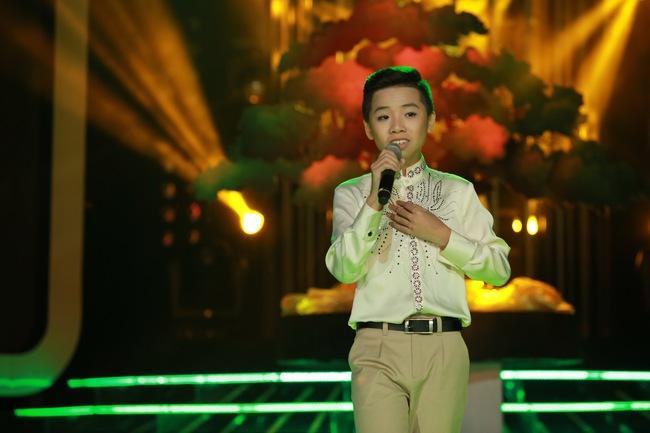Đứng 1 chỗ hát chầu văn, bé 7 tuổi khiến Hoài Linh thán phục - Ảnh 21.