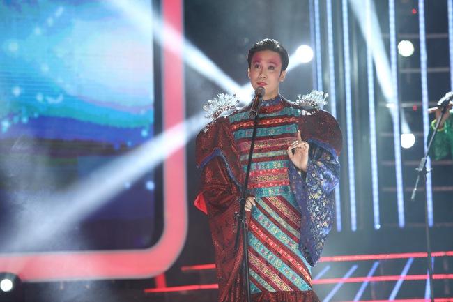 Đứng 1 chỗ hát chầu văn, bé 7 tuổi khiến Hoài Linh thán phục - Ảnh 16.