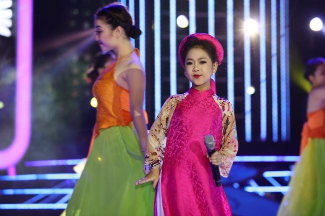 Đứng 1 chỗ hát chầu văn, bé 7 tuổi khiến Hoài Linh thán phục - Ảnh 14.