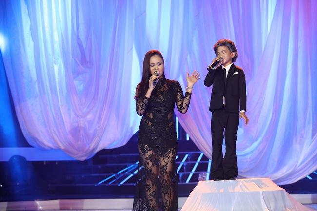 Đứng 1 chỗ hát chầu văn, bé 7 tuổi khiến Hoài Linh thán phục - Ảnh 8.