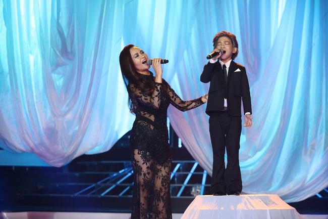 Đứng 1 chỗ hát chầu văn, bé 7 tuổi khiến Hoài Linh thán phục - Ảnh 7.