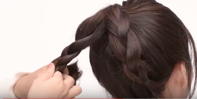 Hướng dẫn cách búi tóc nhanh và đơn giản đi dự tiệc cuối năm - Ảnh 5.