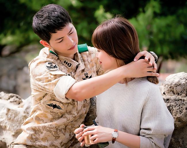 Người Hàn ước được ở bên Gong Yoo, Song Joong Ki đón Giáng sinh - Ảnh 2.