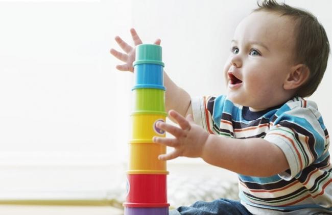 Bác sĩ Nhi khoa gợi ý 6 trò chơi kích thích trẻ phát triển trí não từ sớm - Ảnh 1.