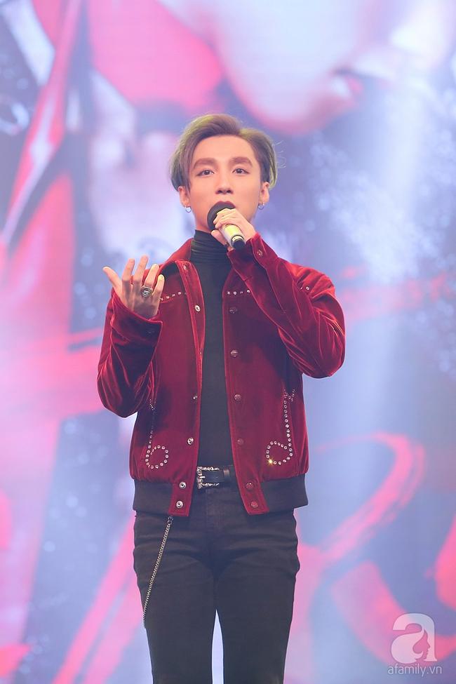 Sơn Tùng M-TP xuất hiện như ông hoàng trước 3.000 khán giả - Ảnh 2.