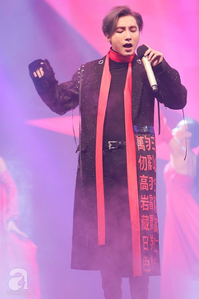 Sơn Tùng M-TP xuất hiện như ông hoàng trước 3.000 khán giả - Ảnh 6.