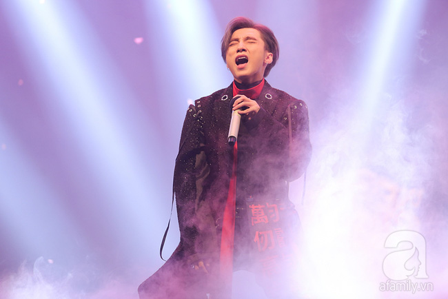 Sơn Tùng M-TP xuất hiện như ông hoàng trước 3.000 khán giả - Ảnh 7.