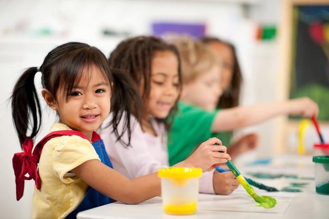 Tiền lớp 1: Đừng bắt trẻ học chữ học toán nữa, hãy để con được vui chơi nhiều hơn - Ảnh 3.