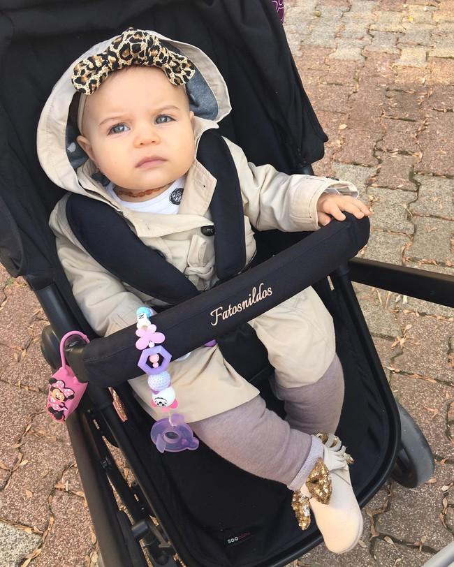 Đưa cho cô bé 9 tháng tuổi 1 hộp mứt và điều bất ngờ đã xảy ra - Ảnh 9.