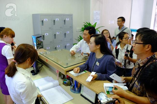 TP.HCM: Bộ trưởng kiểm tra đột xuất, phòng khám Trung Quốc lúng túng lộ sai phạm - Ảnh 10.