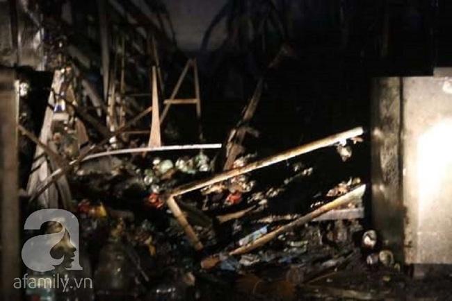 4 ngôi nhà ở Sài Gòn bị thiêu rụi trong đêm giao thừa Tết Dương lịch - Ảnh 1.