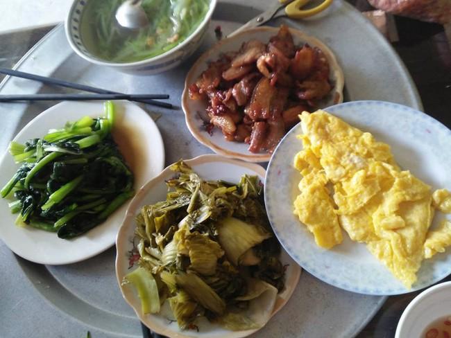 Sốt xình xịch trào lưu khoe mâm cơm ăn gì nấu gì của chị em dịp cận Tết - Ảnh 8.