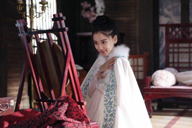 Angelababy vui như đứa trẻ khi được Chung Hán Lương tặng quà - Ảnh 5.