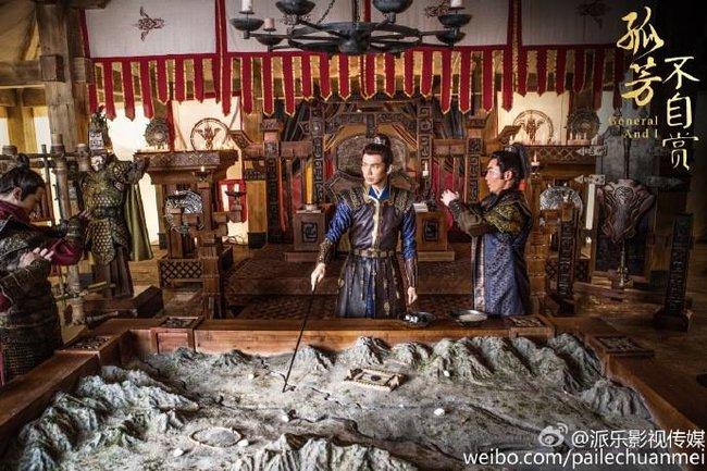 Vợ vừa mới mất, mỹ nam Hoa ngữ đã lo tán tỉnh Angelababy - Ảnh 1.